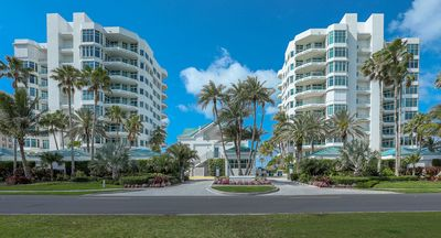 Photo for Luxury waterfront condo property located directly on Longboat Key Beach.