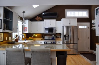 Beautiful, bright high-end kitchen with breakfast bar.