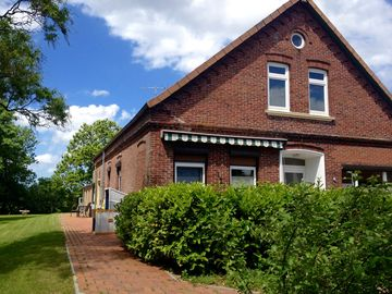 Landhaus combines historic charm with large garden, close to Fries beach - Haus im Seewind I