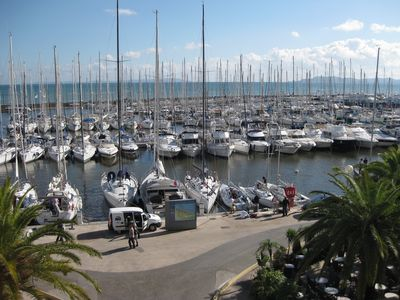 Photo for Large air-conditioned studio on the port of Hyères facing the sea