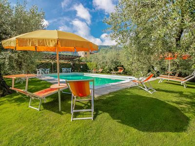 Tonino - Lucca area. Childfriendly with fenced pool. Walk to restaurant. WiFi.