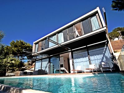 Photo for Contemporary Design villa with pool, sleeps 14