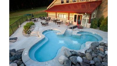 Photo for 4th of July! Discounted Rates!! 2 Pools Golf, Gym, Bar, Restaurant