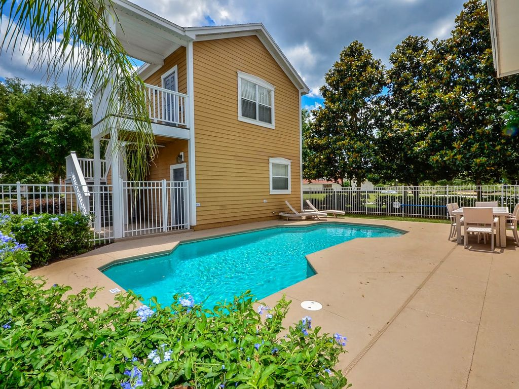 Executive 5 bedroom pool home sleeps 12 super deals from for 5 bedroom house with pool