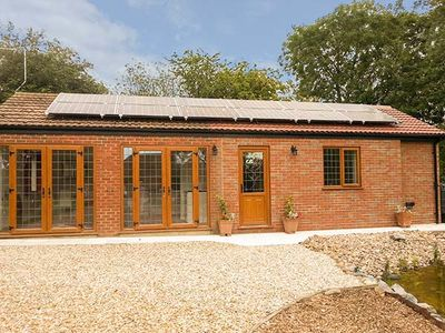 Photo for GARDEN COTTAGE, luxury holiday cottage in Spilsby, Ref 930994