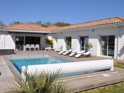 Photo for 4BR House Vacation Rental in Bouliac, Nouvelle-Aquitaine