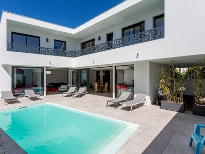 Photo for Beautiful contemporary villa with swimming pool facing the golf of Biarrirz