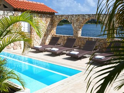 Perfect waterfront 3 bedroom vacation villa with private dock for boat enthousiasts