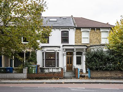 Photo for Lovely 2 bedroom flat close to Dulwich station