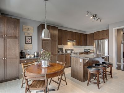 Photo for ENTIRE NEW HOME IN RICHMOND HILL 6 BED | 3.5 BATH