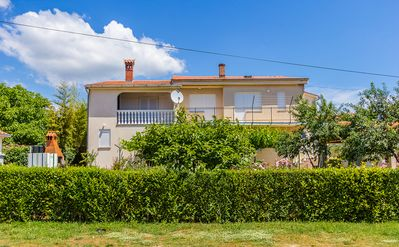 Photo for Apartment with 4 bedrooms, 2 bathrooms, well-kept garden with barbecue area and only 500 meters to the sandy beach