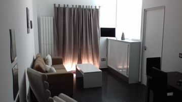 Apartment 2E - Central, modern and bright (ideal for couples)