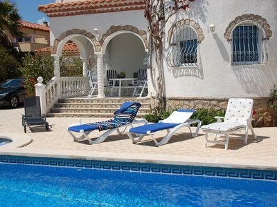 Photo for Large detached villa of 201 m2! With pool and private garden!