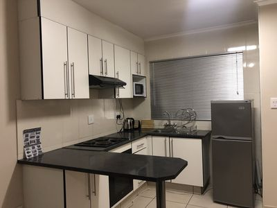 1 bedroom apartment, sleeps 4, 1 queen bed and double sleeper couch, bathtub