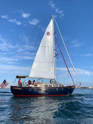 Photo for DAUNTLESS 43' Sailboat