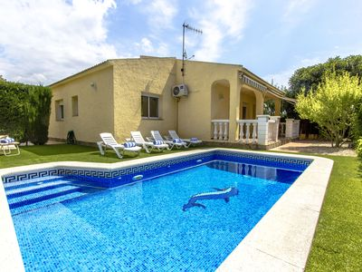 Photo for Pleasing Villa Jolie with private pool & just 4km to the beach!