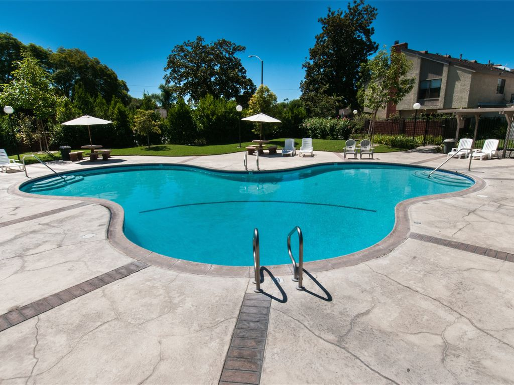 Suite escapes 10 walk to disney conv ctr pool garden for Garden grove pool