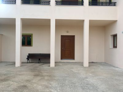Photo for 1 bedroom ground level air conditioned apartment