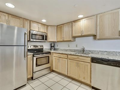 Photo for FREE DAILY ACTIVITIES! LINENS INCLUDED*! Nicely furnished, comfortable, well maintained 2 bedroom, 2 bath condo