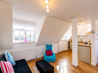 Photo for Sunny Family Friendly Flat & Private Parking