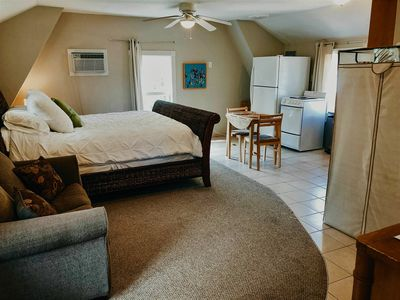 Beautiful open floor plan with lots of natural light; king-sized bed; full kit.