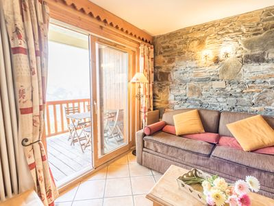 Photo for Appt cozy res4 * / 6pers 2ch 2 sdb ski at the foot pool sauna covered parking wifi