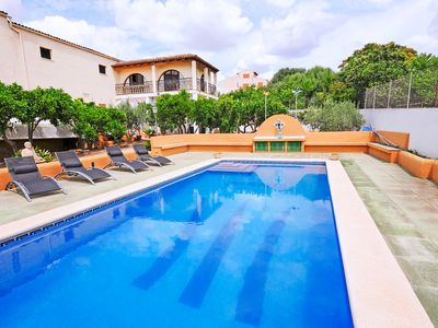 Photo for This 2-bedroom villa for up to 4 guests is located in Vilafrance de Bonany and has a private swimmin
