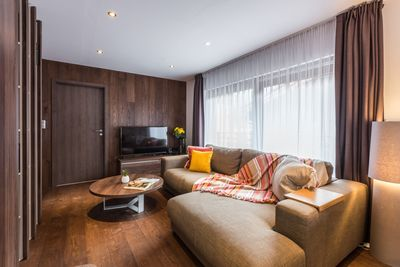 Living room with TV and high speed free wi-fi