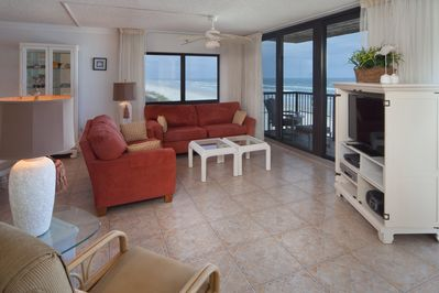 Beautiful beach views & entertainment center with 39-in HDTV, DVD/CD player