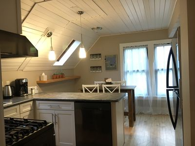 Photo for Sunny 2 Bedroom, Convenient to Everything!
