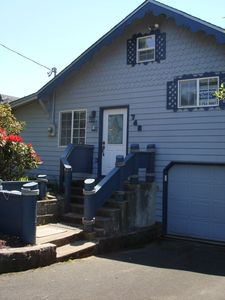 Terrific 3Br House Vacation Rental In Newport Oregon 3388229 Home Interior And Landscaping Spoatsignezvosmurscom