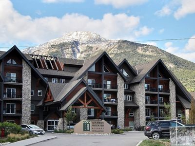 Photo for Fantastic Mountain Modern 2-Bed Condo In Great Location