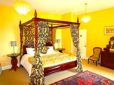 REGAL SUPER KING SIZE FOUR POSTER BED IN MASTER BEDROOM