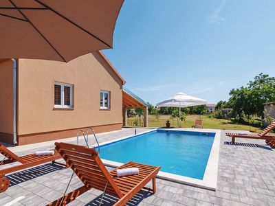 Photo for Lovely holiday home with private pool, fenced garden, roofed terrace, BBQ