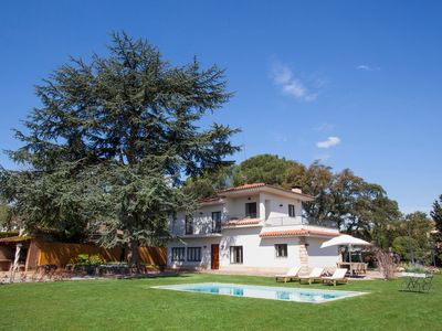 Photo for Luxurious house with 5.000 m² of garden. Pool, air conditioning and barbecue.