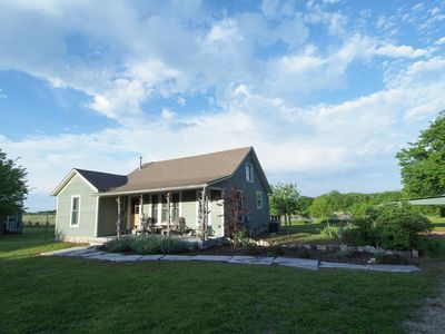 Prairieside Cottage: Charming Private Property Nestled In The Flint Hills