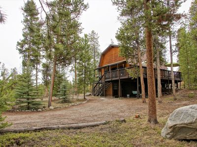 Photo for Large Cabin with 2 Living Rooms close to Beacon Landing Marina (226744)