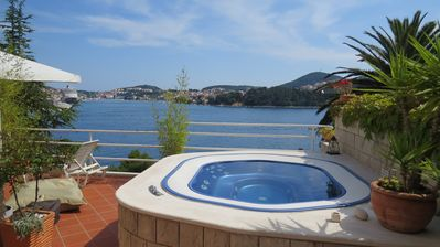 Photo for Stylish design, jacuzzi with sea view! Fantastic for a family & friends vacation