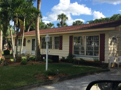 Photo for Escape to this charming beach cottage on Siesta Key