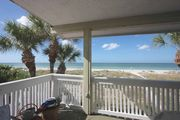 Vintage beachfront charmer, huge balcony, W/D, Wi-Fi, cable, BBQ, walk to Crabby Bill's-Port Holiday