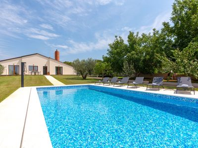 Photo for single storey villa for 4 persons with private pool, near Pula and beach