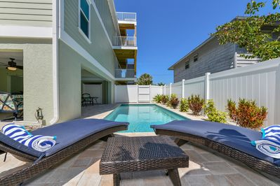 FALL DATES AVAILABLE-200 Ft  to BEACH, ROOFTOP VIEWS! WALK TO BRIDGE ST   FUN! - Bradenton Beach