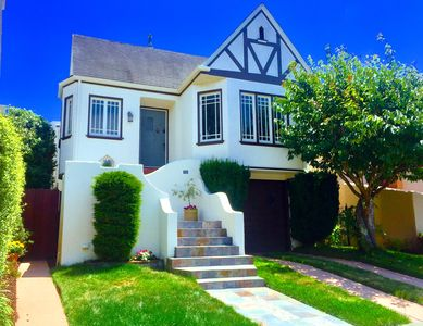 Photo for Bright Large Luxury Home in the Middle of the City! Muni, Parking, Yard, Laundry