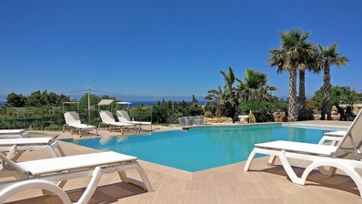 Photo for Villa with private pool and jacuzzi 8 beds sea view with parking, bbq, air cond.