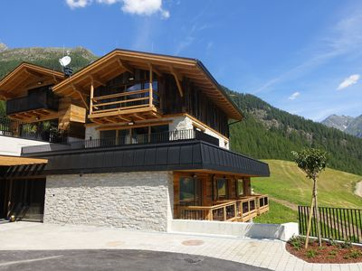 Photo for Mountaineer Chalet - Top location right on the ski slope with fantastic views