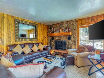Photo for Upscale condo on shuttle route to Vail w/ a full kitchen, shared pool & tennis