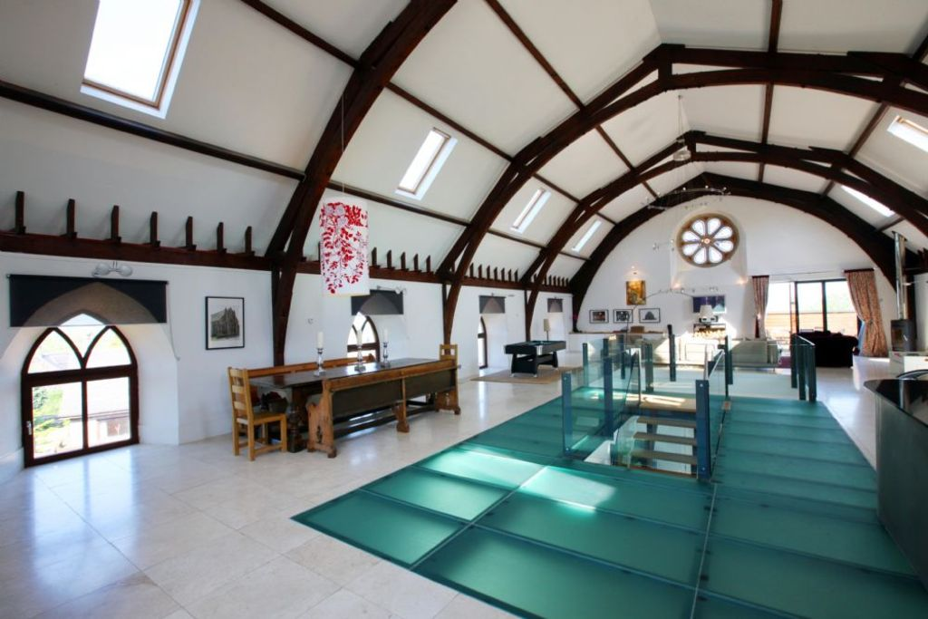CAIRNS HOUSE- five bedroom church conversio... - HomeAway