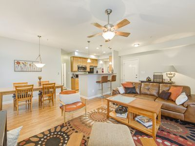 Modern 2 bed/2 bath mid-downtown Indy