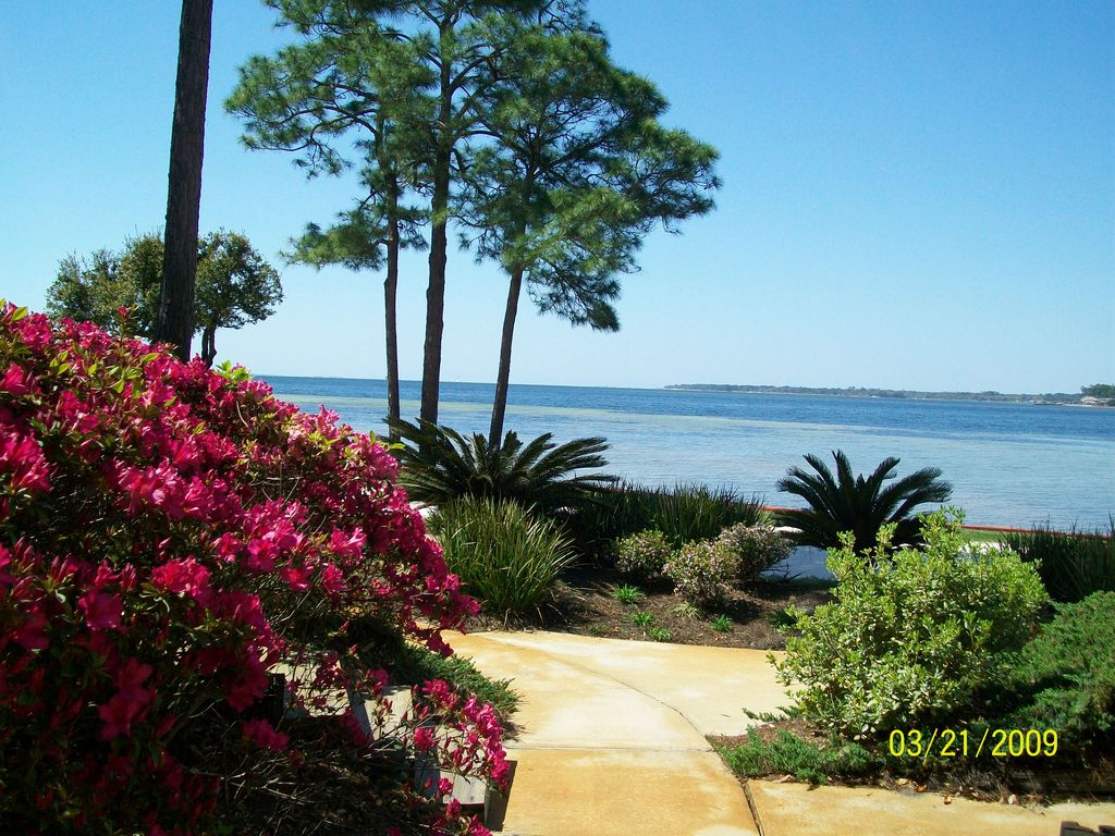 Beautiful Waterfront Condo In Bluewater Bay Just Minutes