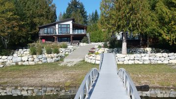 LAKEFRONT HOME ON STIRLING ARM, SPROAT LAKE